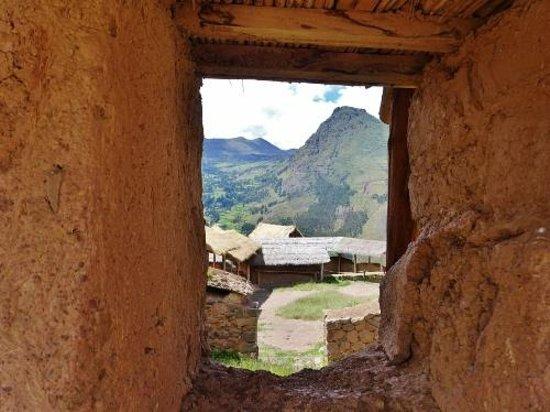Pisac: Through an ancient window