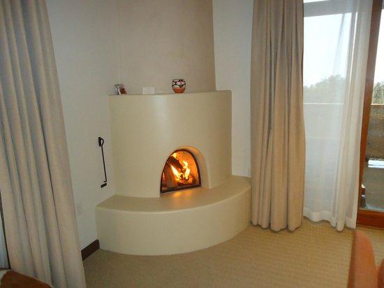 Four Seasons Resort Rancho Encantado Santa Fe: Kiva Fireplace