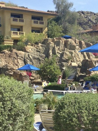 Pointe Hilton Tapatio Cliffs Resort: Suites over the pool