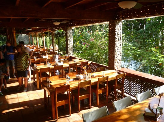 Ian Anderson's Caves Branch Jungle Lodge: Communal dining area