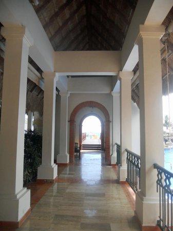 Now Sapphire Riviera Cancun : Nice hotel architecture