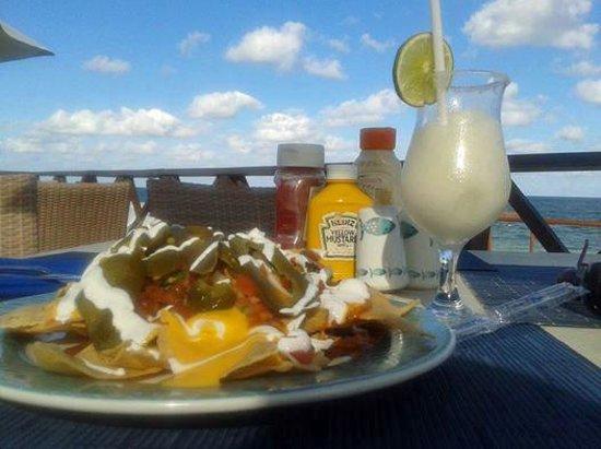 Now Sapphire Riviera Cancun : Nachos by the sea
