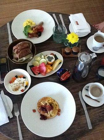COMO Uma Ubud: Breakfast served in our villa
