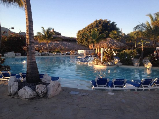 Cofresi Palm Beach & Spa Resort: Pool next to the Tropical