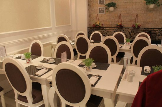 Calypso Suites Hotel: Beautiful dining area for our breakfasts