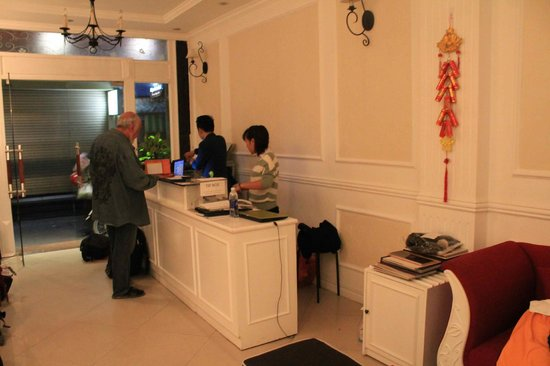 Calypso Suites Hotel: Efficient and friendly front desk.
