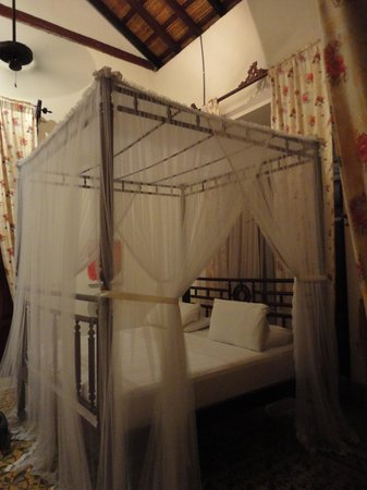 Hotel La Bocona: Princess Bed!