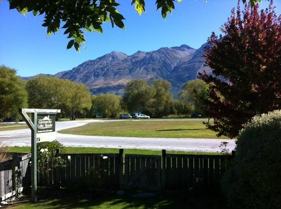 Glenorchy Lake House : View of 'lake' was a car park