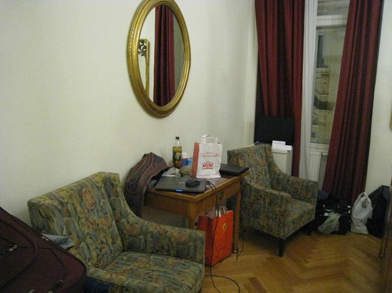 Graben Hotel : Armchairs crammed in so-called Superior room