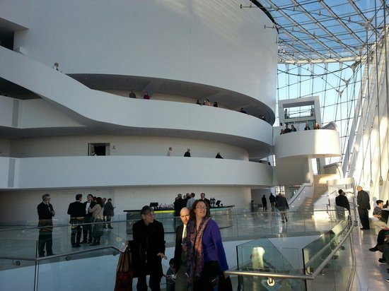 Kauffman Center for the Performing Arts : Inside lobby area