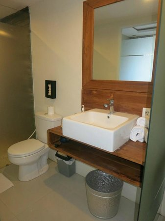 Arana Suite Hotel: bathroom