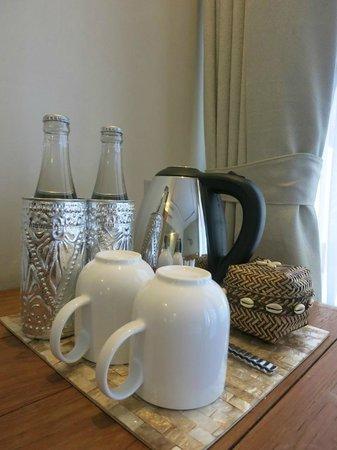 Arana Suite Hotel: coffee tea kettle
