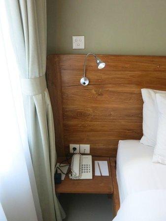 Arana Suite Hotel: bedside