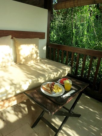 Arana Suite Hotel: the small patio
