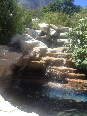 The Twelve Apostles Hotel and Spa: Waterfall outside Garden Cafe