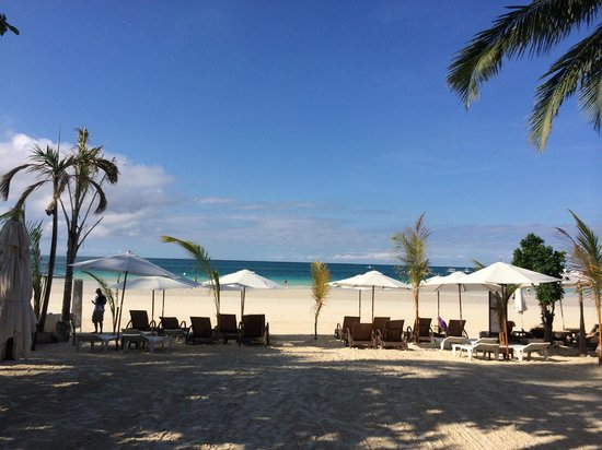 Sur Beach Resort: beach in front of the resort
