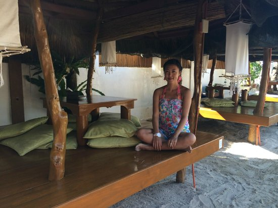 Sur Beach Resort: hotel bar area
