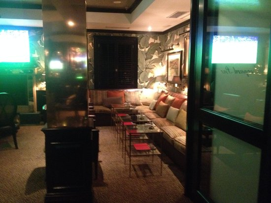 Leopard Bar: Leopard Lounge seating