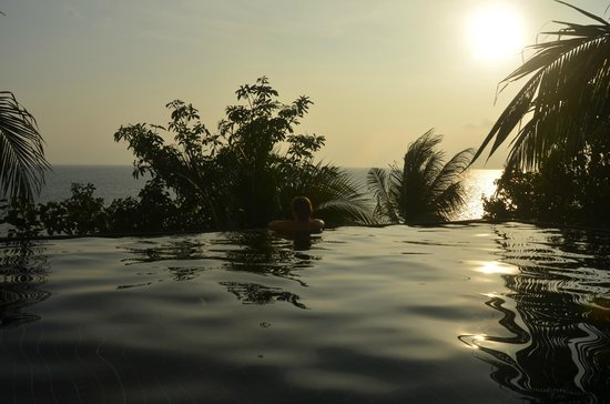 Blue Hill Beach Resort : infinite pool