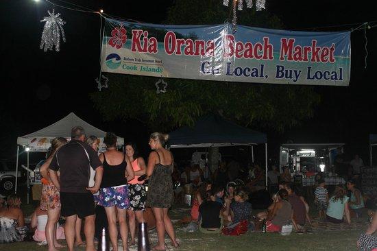 Dorothy's Muri Beach Bungalows: Muri beach market