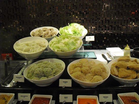 Harbour Plaza 8 Degrees: レストランのお食事も子供も喜んで食べてくれました。特に麺が選べて美味しかったです。