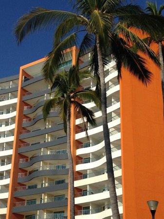 Sunset Plaza Beach Resort & Spa: Hotel (ocean side)