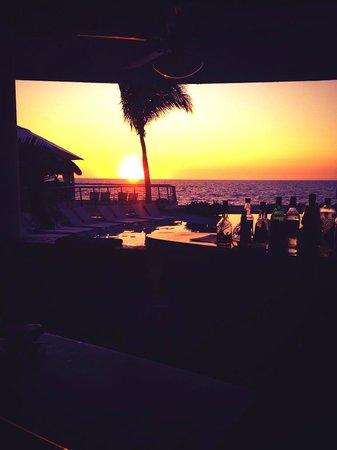 Sunset Plaza Beach Resort & Spa: Sunset at the bar