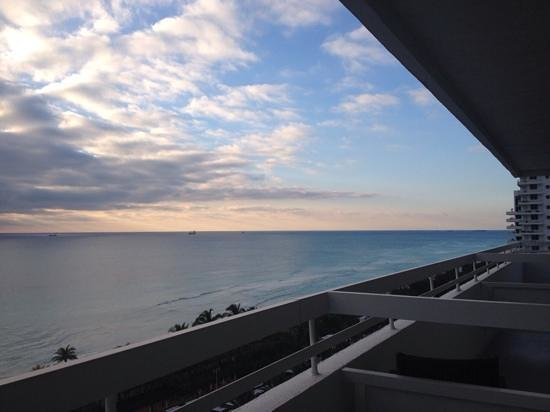 Fontainebleau Miami Beach : Ocean front view