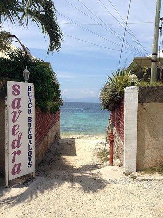 Savedra Beach Resort: 海への小路