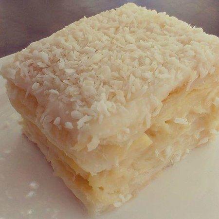 Deli-Licious Cafe Limited: custard slice!!! delicious!