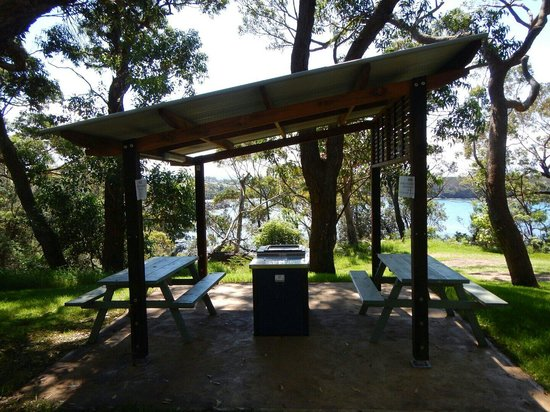 Ulladulla Headland Holiday Park: outdoor bbq everywhere