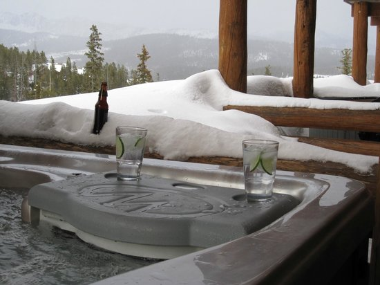 Saddle Ridge Condominiums: Hot tub off one of the 3 bedrooms