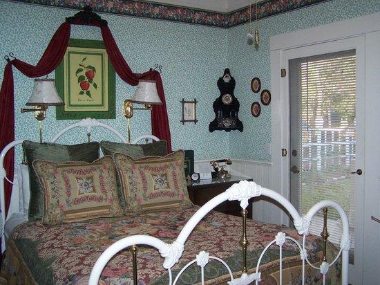 Dunbar House, 1880: Cedar Room