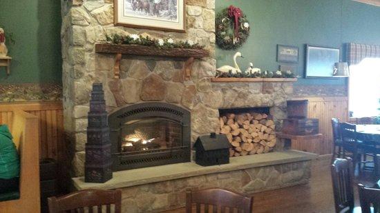 Sprague's Maple Farm: Beautiful fireplace