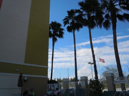 SpringHill Suites Miami Airport South: pretty sky