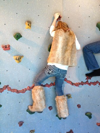Mississippi Children's Museum: Small rock wall