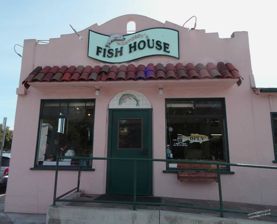 Monterey's Fish House: The Building is Pink so how can you miss it!