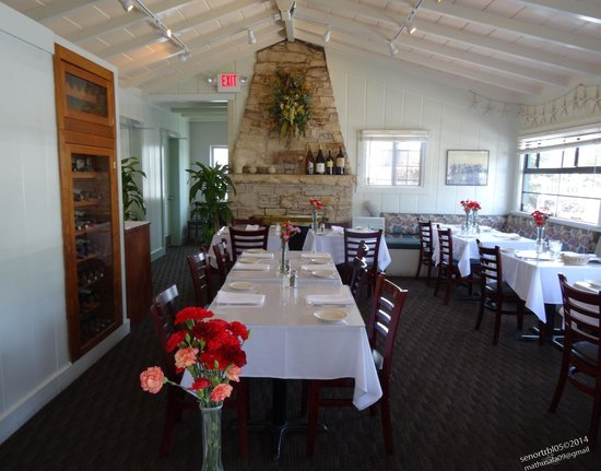 Monterey's Fish House : Prefer early lunch no crowd