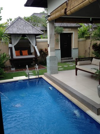 Transera Grand Kancana Villas Bali: The view from the washroom to outside area in the room