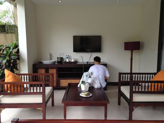 Transera Grand Kancana Villas Bali: Sitting room next to private pool