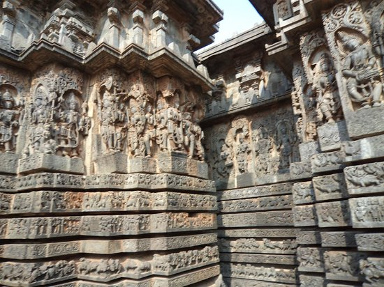 Somnathpur Temple: Excellent Carvings.