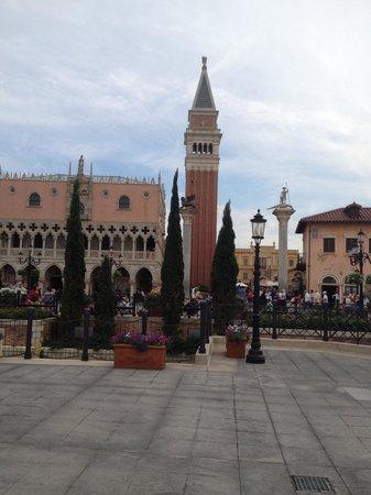 Epcot: Visit Venice