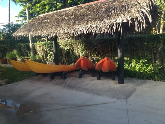 Lagoon Breeze Villas: Kayaks available for guests throughout the day