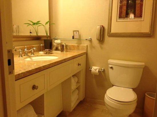 The Ritz-Carlton, Buckhead: small bathroom