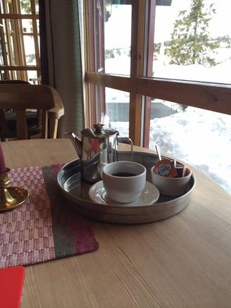 Rustad Hotell & Fjellstue: coffee in the lobby