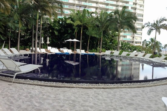 The Modern Honolulu: Suset Pool - Adults only. Secluded and Relaxing.