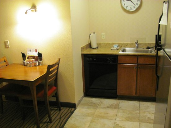 Residence Inn Denver City Center: Dining/kitchen area