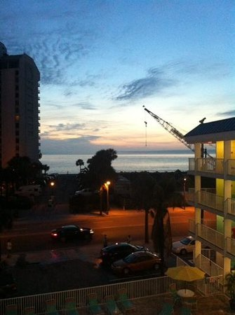 Pelican Pointe Hotel and Resort: view of the sunset from balcony