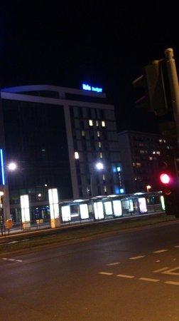 Ibis Budget Berlin Alexanderplatz: Das Hotel am Abend