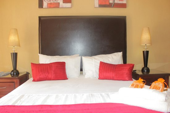 African Crest Guest House: Room